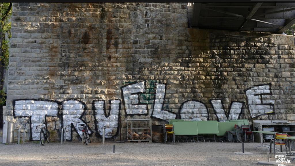 Gekonnter Schwenk um den Kübel. streetartarchive-zuerich.tumblr.com