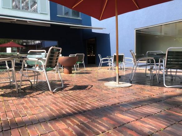 Innenhof: Herman's NOT a Rooftop Day